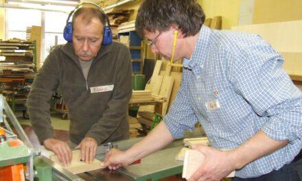 Maschinenschein im Umgang mit schnelllaufenden Holzbearbeitungsmaschinen
